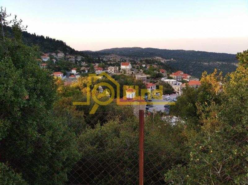 Θέα στην πλατεία του χωριού